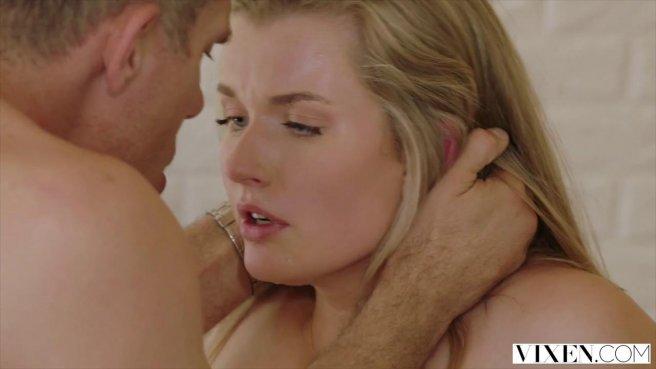 Блонда с натуральными сиськами соблазнила на секс своего начальника в офисе prew 6
