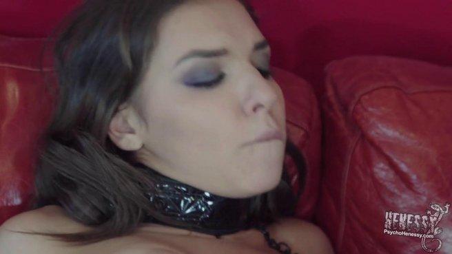 Страстные лесбиянки решили устроить жаркую анальную мастурбацию с дилдо prew 2