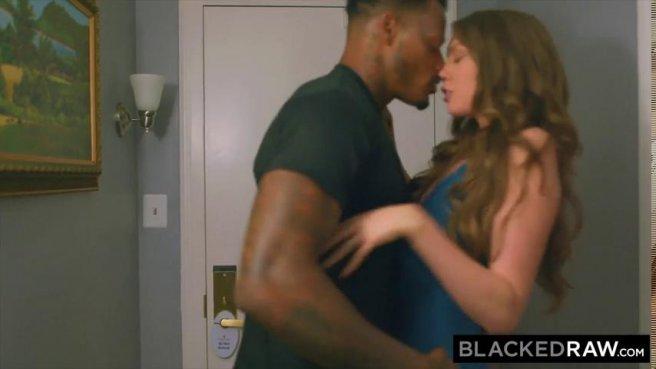 Большой черный член в вагине длинноволосой девушки prew 2