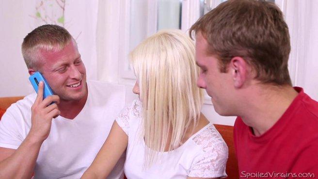 Два пацана вывалили члены перед худой блондинкой с мелкими сисями prew 2