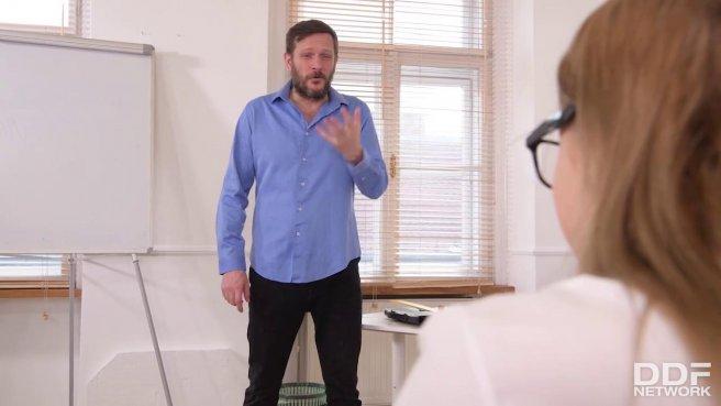 Бородатый учитель нежно натягивает студентку в кабинете на гигантский хер prew 1