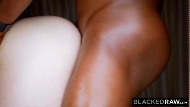 Красотка с натуральной грудью приняла в киску большой черный член prew 10