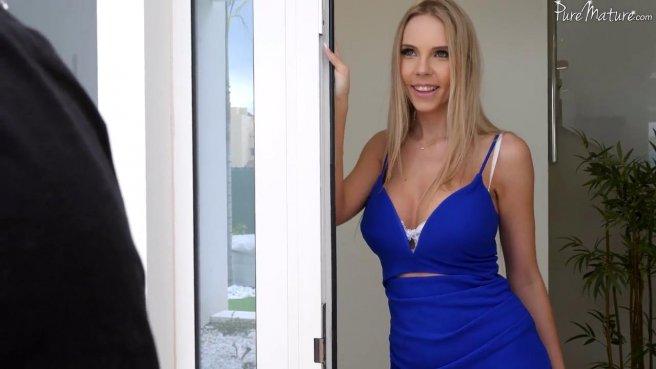 Женатик захотел оттрахать упругий попец соседки в чулках, пока ее мужа нет дома prew 1