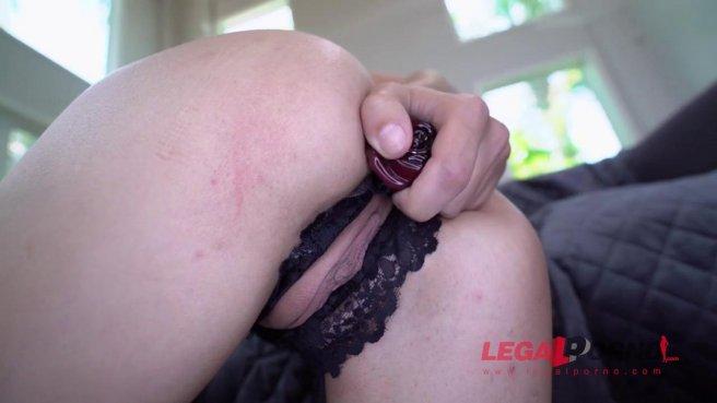 Девушка пищит на двух черных хуях сразу и анально оргазмирует на диване prew 1