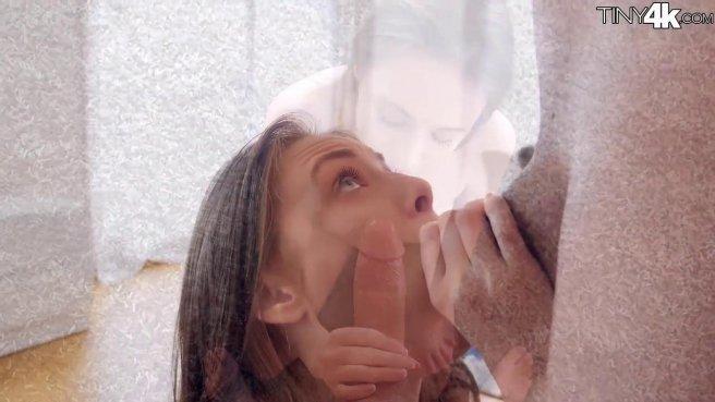 Девка наслаждается утренним сексом с владельцем крупного ровного члена prew 3