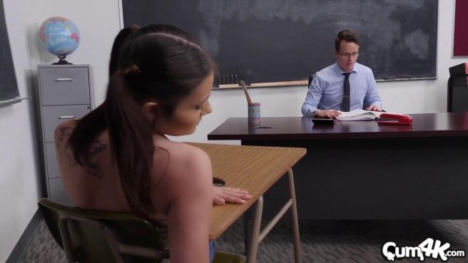 Учитель проспорил лучшей студентке с потока нежный куни и секс в писечку prew 1