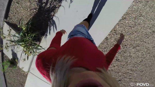 Блондинка натягивает раком узкое влагалище на громадный член мексиканца prew 1