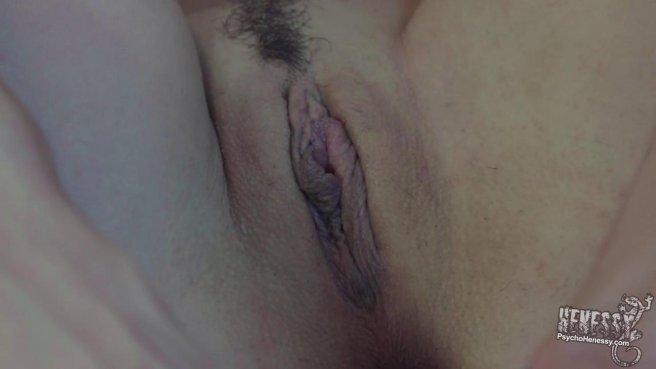 Девушка дрочит свою письку перед камерой и стонет от оргазма prew 5