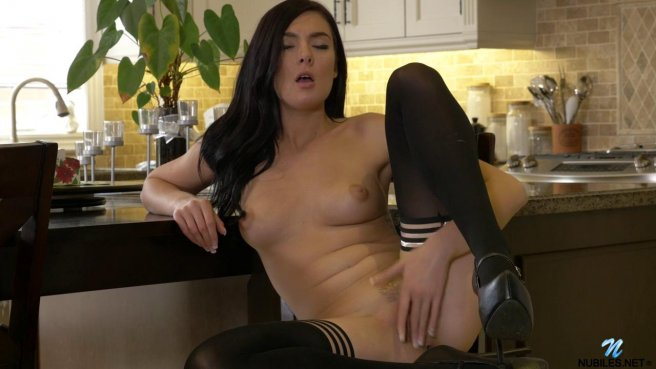 Красотка в чулках мастурбирует пальцами киску на барном стуле prew 8
