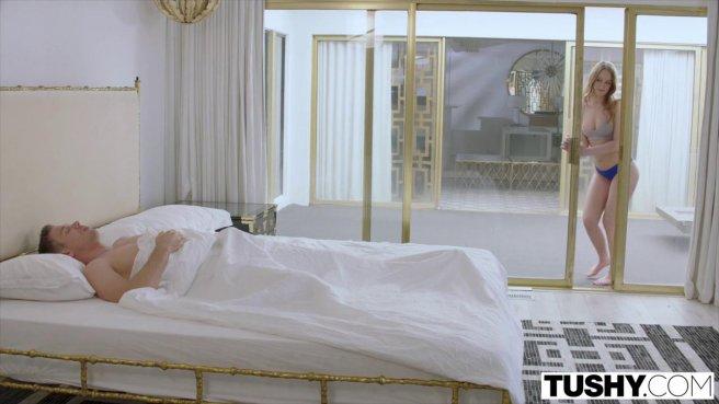 Девушку с пышными булками трахают в тугой анальный проход раком prew 2