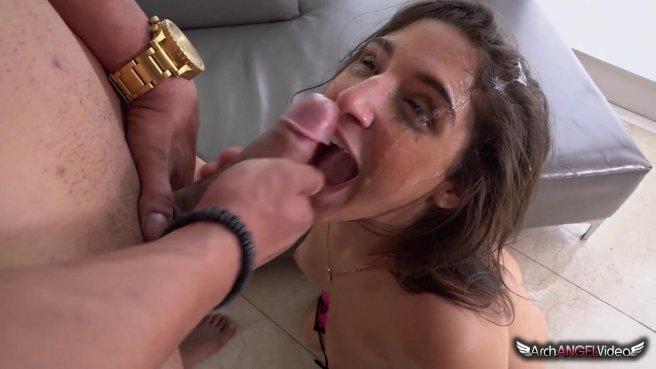 Темнокожий мужик грубо трахает девку в глотку и обливает ее лицо спермой prew 10