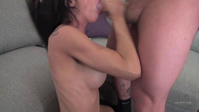 Татуированный самец кончил в рот брюнетке после грубого секса prew 9