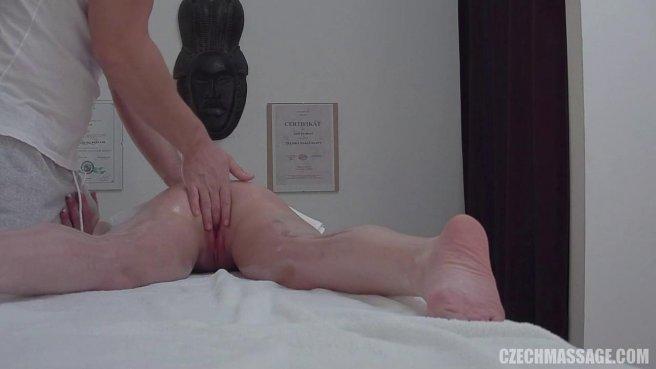Девушка возбудилась от массажа и трахнулась с массажистом на кушетке prew 4