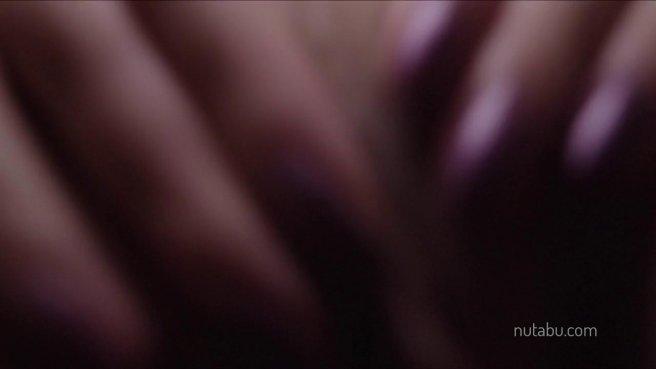 Пьяная в одежде задирает юбку и водит пальчиками по нежной писечке prew 5