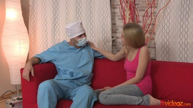 Доктор полизал соски на упругой груди пациентки и отодрал на красном диване prew 3