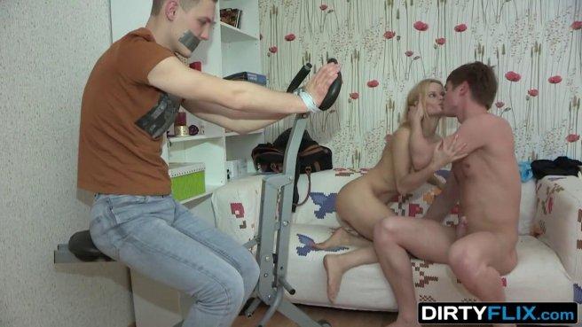 Девка связала мужа и заклеила ему рот скотчем, начав сосать соседу бритый хрен prew 9