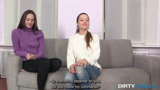 Девушки во время кастинга вдвоем занимаются вагинальным сексом с агентом prew 1