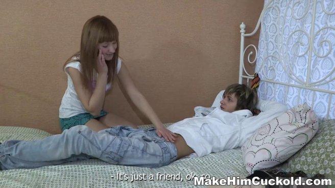 Русский футболист грубо натягивает пизденку девушки соседа на твердый хер prew 2