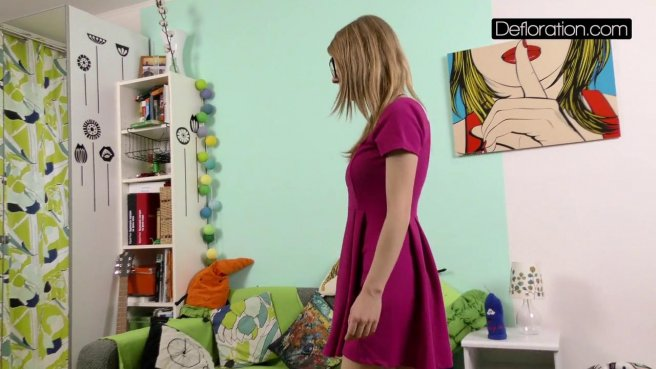 Девка на собеседовании осталась нагишом перед видеокамерой prew 1