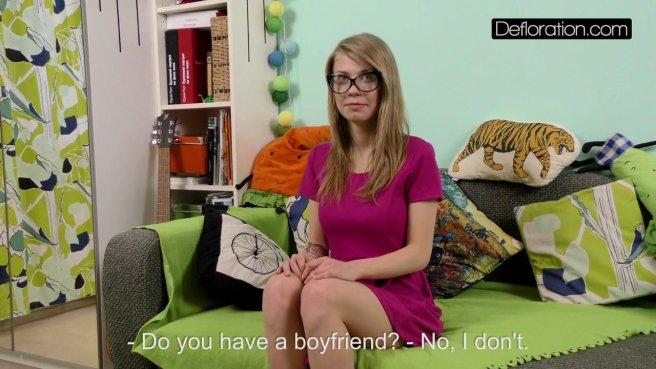 Девка на собеседовании осталась нагишом перед видеокамерой prew 2