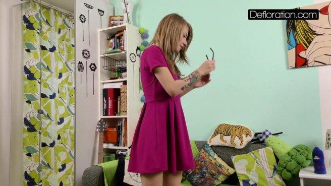 Девка на собеседовании осталась нагишом перед видеокамерой prew 4
