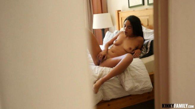 Мексиканка с утра сделала мужу минет и получила его в теплую ватрушку prew 1