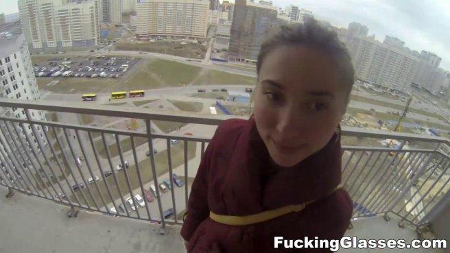 Девушка на балконе высотки ебется раком в очко с незнакомым мужиком prew 5