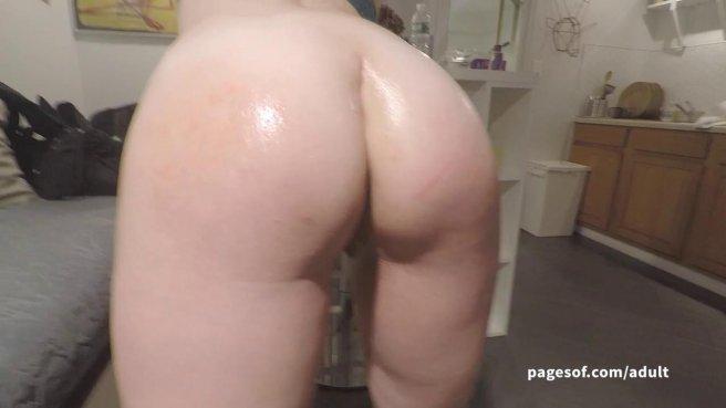 Мужик снимает крупным планом секс рачком с попастой супругой prew 4