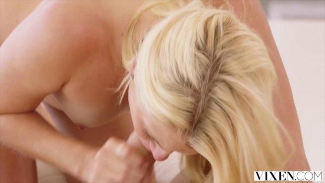 Качок натягивает грубо без преза на член влагалище аппетитной блондинки prew 4