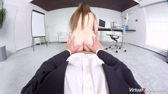 Офисный работник в костюме достал член из ширинки и поебал секретаршу в писю prew 8