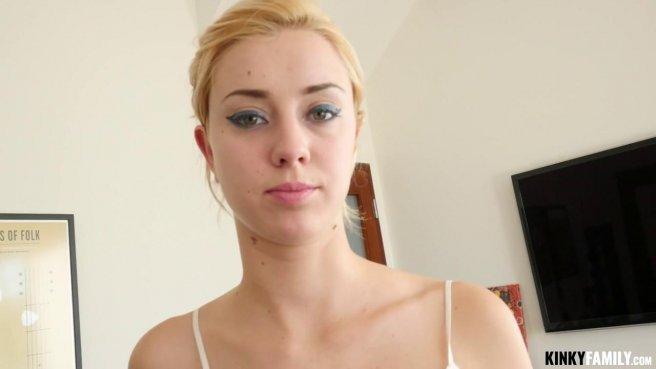 Блонди в белой кружевной майке отсасывает хер латиноса до яиц prew 4