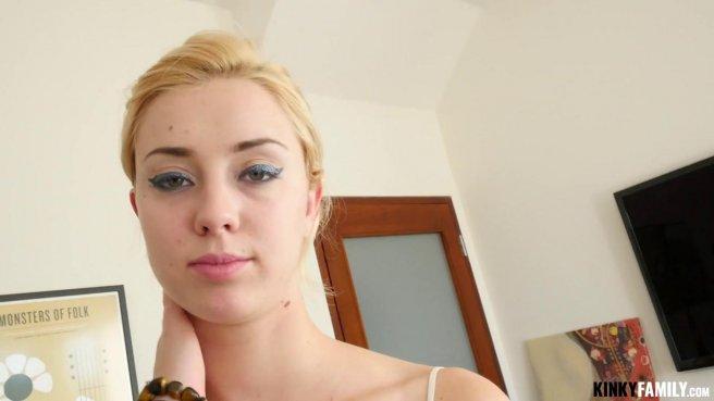 Блонди в белой кружевной майке отсасывает хер латиноса до яиц prew 5