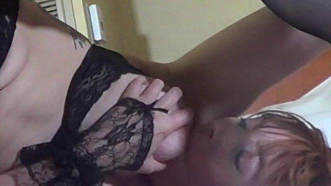 Три девушки в чулках мягко вылизывают друг дружке вагины prew 6