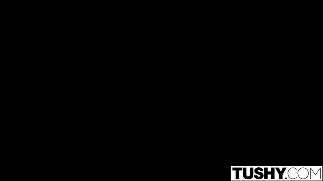 Негритянка скользит анальной дырочкой по большой дубине ебаря prew 2