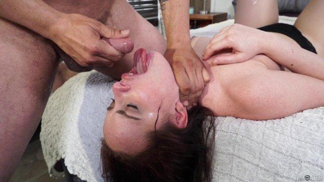 Студентка пригласила мощного физрука домой на горловой отсос prew 10