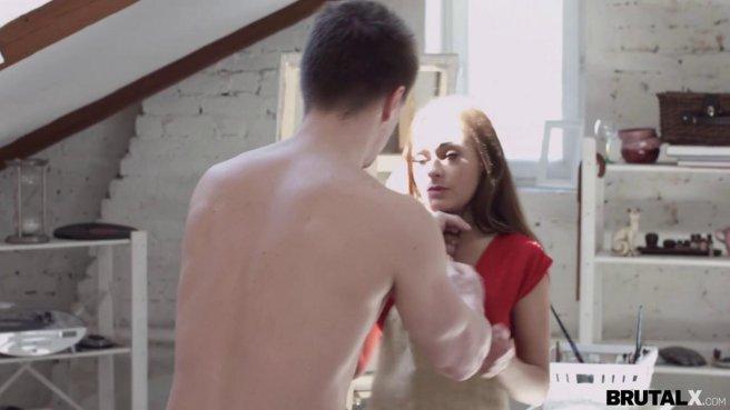 Натурщица в красном платье заработала порцию спермы от художника prew 1