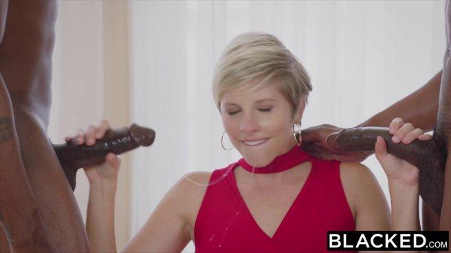 Милфа в красном платье раком ебется сразу с двумя чернокожими prew 3